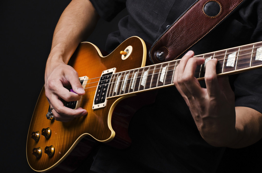 shutterstock 92514370 1024x678 Guitar Lessons For Beginners : Module 1   First Steps